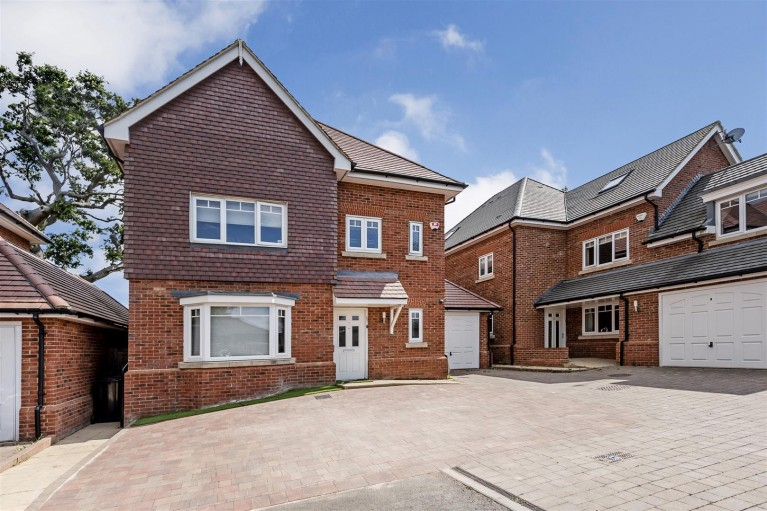 Click the photo for more details of Woodcote Close,
